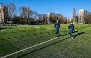 Nového hřiště s umělou trávou v areálu ZŠ J. Šoupala v Porubě, které vybudoval nově vzniklý spolek Ostravská sportovní.