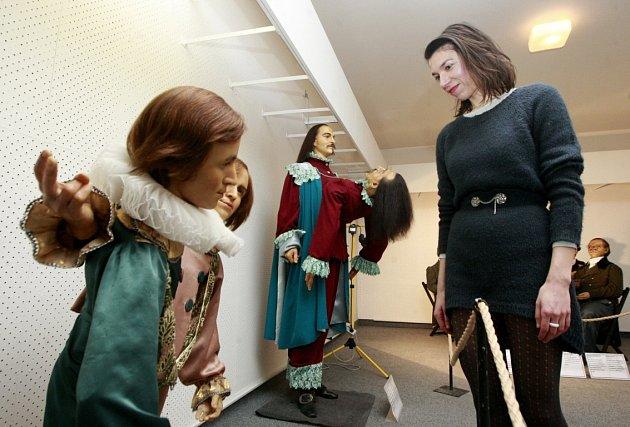VDomě kultury města Ostravy se do 20.prosince 2015koná výstava Zvláštní lidé. Od pradávna se vnaší společnosti vyskytovali jedinci svým zevnějškem výrazně vystupující zdavu.