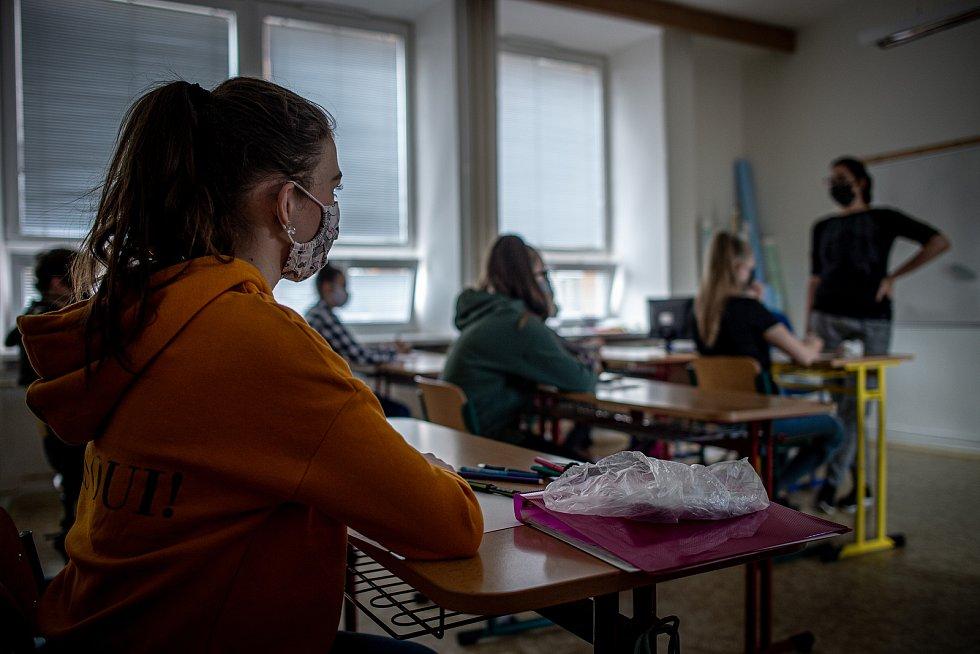 Žáci devátého ročníku ve škole v polovině května 2020. Ilustrační foto.