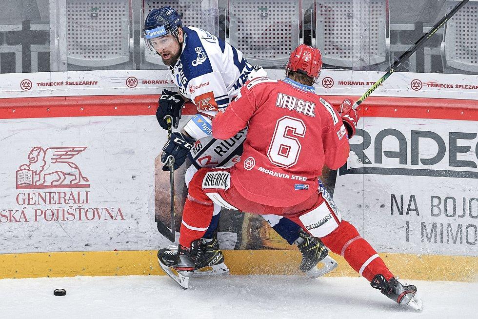Utkání 42. kola hokejové extraligy: HC Oceláři Třinec - HC Vítkovice Ridera, 2. února 2021 v Třinci. (zleva) Lukáš Krenželok z Vítkovic a David Musil z Třince.