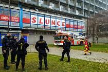 Zásah hasičů u smrtelného případu na ulici Horní v ubytovně hotelového domu Hlubina. 9. prosince 2020 v Ostravě - Hrabůvce.