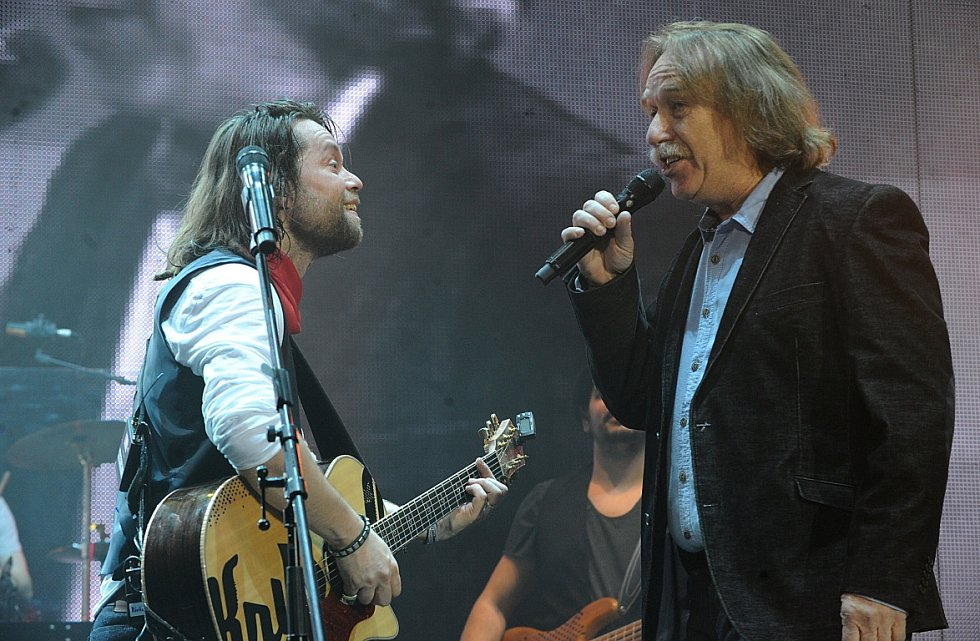 Na koncert skupiny Kryštof s jejím frontmanem Richardem Krajčem a speciálním hostem Jaromírem Nohavicou přišly tisíce jejich fanoušků