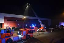 Zásah hasičů u požáru pekárny v Martinově.