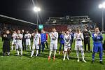 Finále fotbalového poháru MOL Cupu: FC Baník Ostrava - SK Slavia Praha, 22. května 2019 v Olomouci. Na snímku tým Baníku děkuje fanouškům.