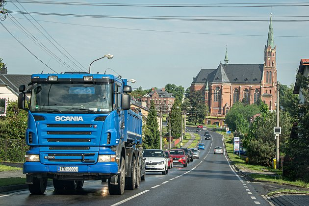 Uzavřený most přes řeku Odru vOstravě-Přívoze, 31.května 2021.Ranní situace hned první den uzavírky.