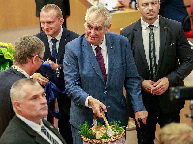 Prezident Miloš Zeman zahájil třídení návštěvu Moravskoslezského kraje na Krajském úřadu MSK.Předání darů