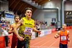 Halové mistrovství ČR mužů a žen v atletice, 23. února 2020 v Ostravě. 200 metrů muži zleva Jiří Kubeš (TJ Dukla Praha), Eduard Kubelík (Atletika Jihlava).