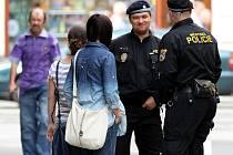 Policistů se redaktorky Deníku anglicky zeptaly, kde se dá v centru Ostravy zaparkovat. Odpovědi se bohužel nedočkaly.