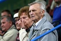 PŘÁTELSKÉ UTKÁNÍ Odry s Baníkem Ostrava si nenechal ujít ani bývalý dlouholetý hráč a předseda Petřkovic Zdeněk Kresta.