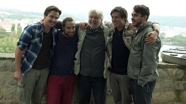 Zprava Patrik Děrgel, Pavel Callta, režisér Dušan Rapoš, Michal Sedláček a Maroš Goga.
