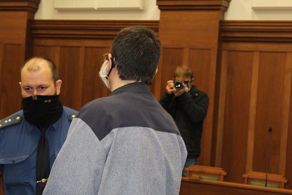 Muž byl v pátek 25. února 2021, za dvojnásobnou vraždu odsouzen k pětadvaceti rokům žaláře.