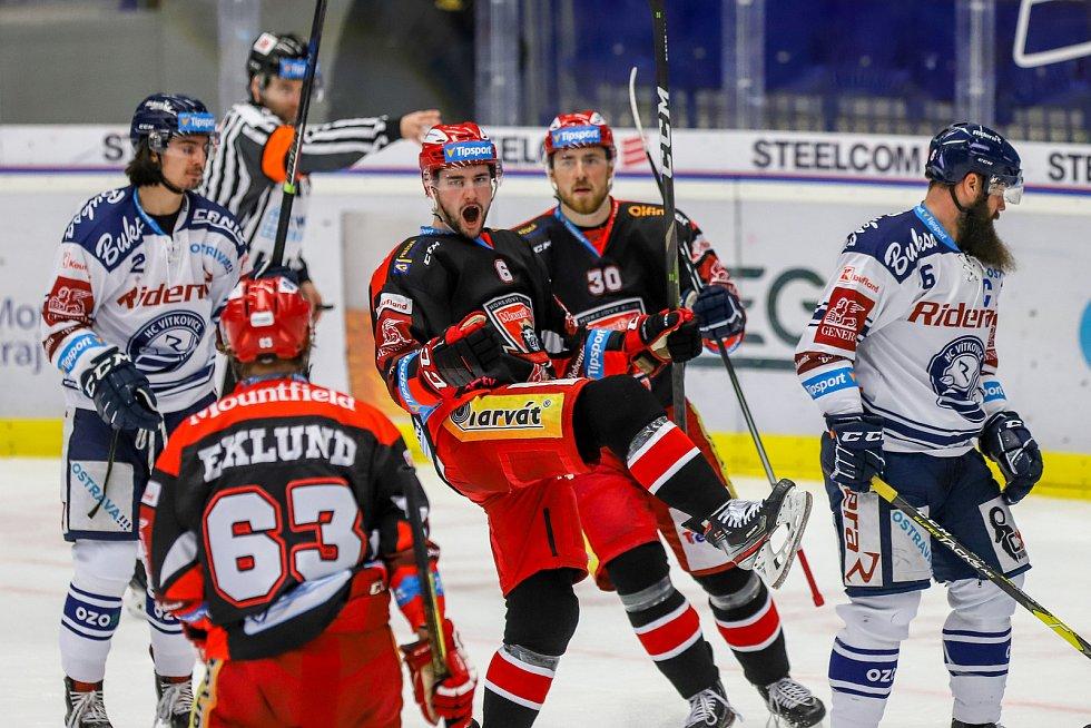 Utkání 39. kola hokejové extraligy: HC Vítkovice Ridera - Mountfield Hradec Králové, 24. ledna 2020 v Ostravě. Na snímku (uprostřed) Lukáš Cingel a Jakub Lev.