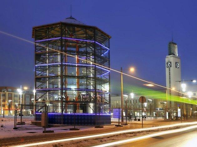PARKOVACÍ VĚŽ. Příští týden spouští Hradec Králové prototyp parkovací věže pro kola. Rozšíří se i do jiných měst?