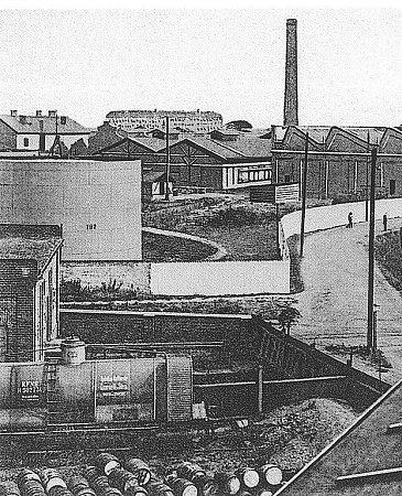 PETROLEJKA. Známou chemičku vPřívoze postavil roku 1866Antonín Himmelbauer.