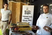 """SDÍLEJÍ KONTEJNERY. První den projektu se """"představil"""" i Bubba Chléb, ručně dělané domácí banánové pečivo."""