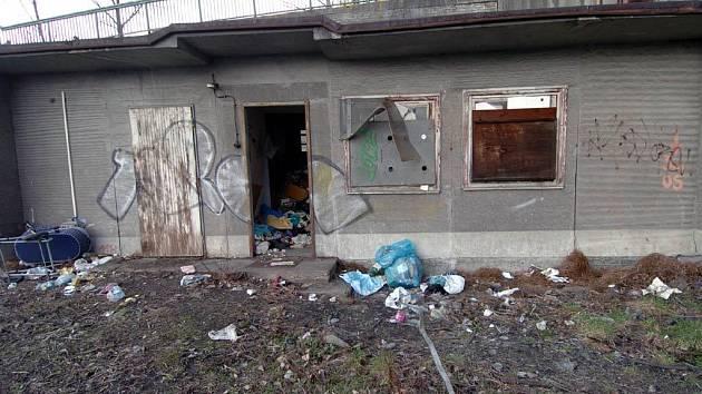 Jedno z nevábných zákoutí u vlakového nádraží Ostrava-Svinov