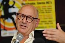 Hudební skladatel Michael Nyman na tiskové konferenci v Ostravě.