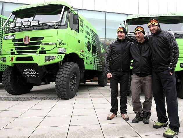 Piloti, kteří budou řídit tatry poskládané konstruktérem Milanem Holáněm.