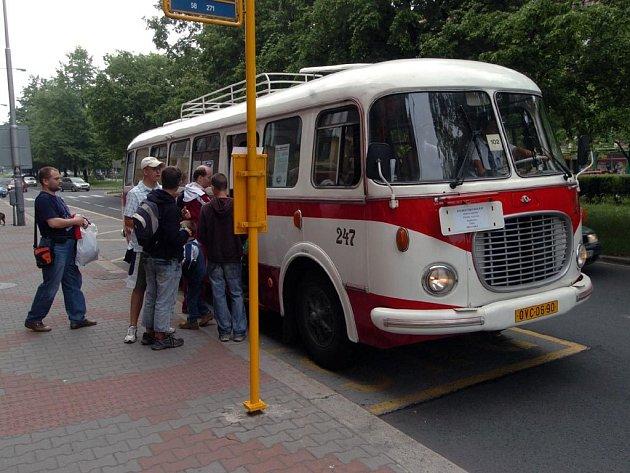 Historický autobus v ulicích Ostravy-Poruby