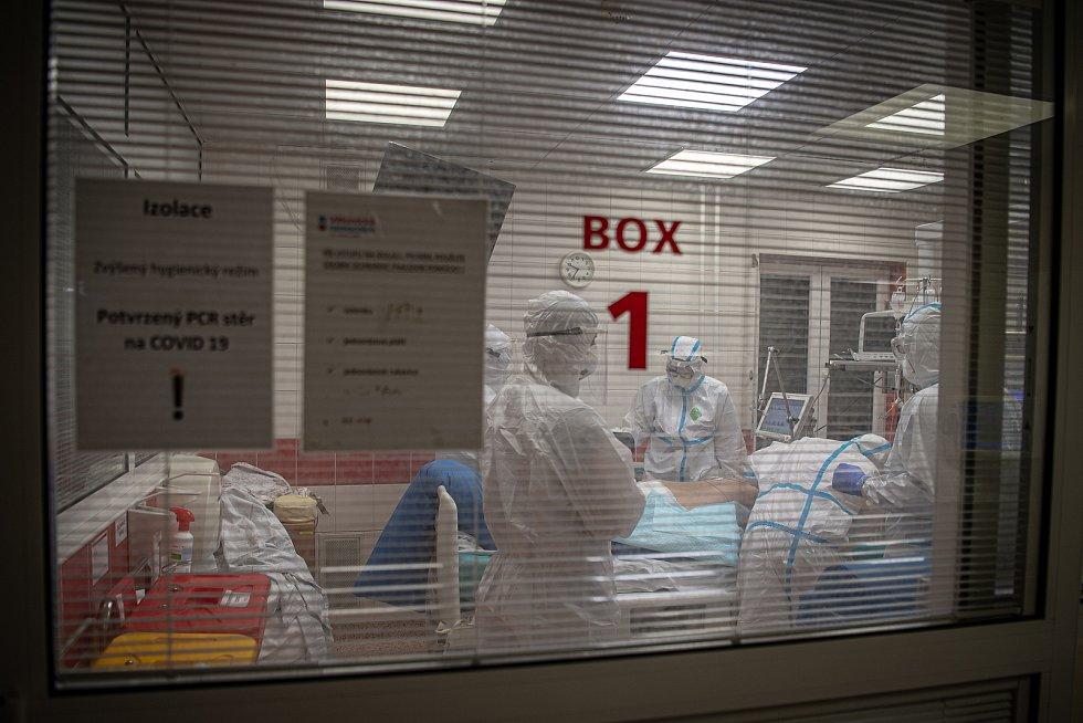Pacienti s covidem zaplňují lůžka nemocnic. Na snímku kovidová ARO jednotka v nemocnice AGEL Ostrava-Vítkovice.