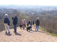 Na turistické trase vedoucí od Slezskoostravského hradu je stará halda Ema. Stala se vděčným cílem turistů. Z ní pokračuje stezka k zoologické zahradě.