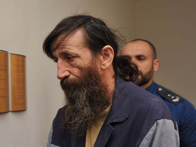 František Mazur na chodbě soudu.