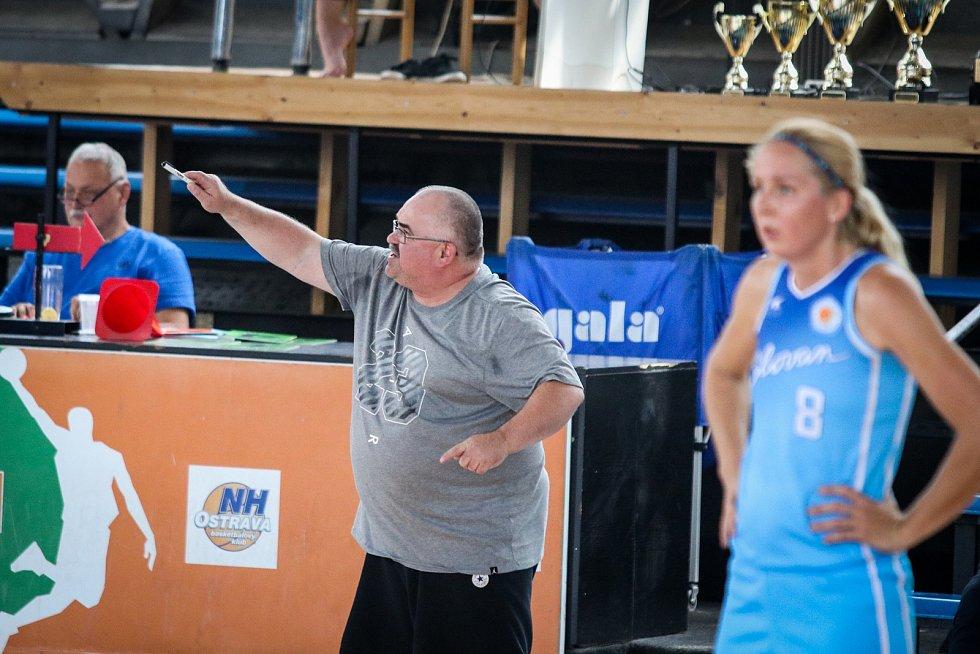 BASKETBALISTKY SBŠ OSTRAVA ladí formu na nový ročník ligy. I letos tým, který v domácím Memoriálu Jiřího Jurdy obsadil třetí místo, posílily tři Američanky.