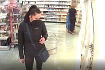 Žena, která kradla v drogeriích.