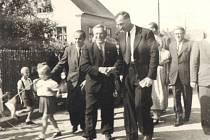 Pražskou delegaci, která do Klimkovic zavítala po válce v roce 1946, uvítal na půdě lázeňského města předseda místního národního výboru František Malík.