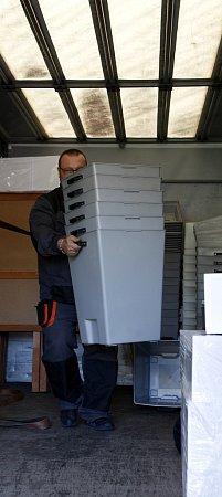Snímek je zpříprav voleb na základní škole vGajdošově ulici vMoravské Ostravě a Přívoze.