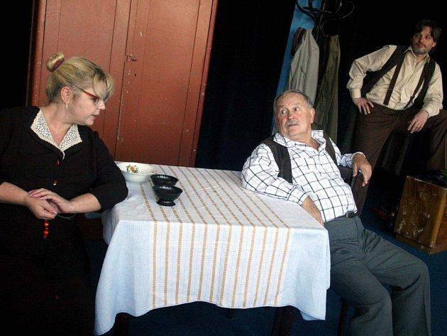 Šárka Hrabalová, režisér Karol Suszka a Zdeněk Hrabal při zkoušce hry Bláha a Vrchlická.