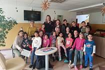 Házenkářky DHC Sokol Poruba o Vánocích potěšily a především překvapily děti z Dětského domova Vyzina.
