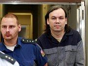 V tomto domě policisté zadrželi počítačového hackera Lumíra Heriče (35 let) z Ostravy-Svinova, který se dlouhých osm let skrýval před spravedlností.