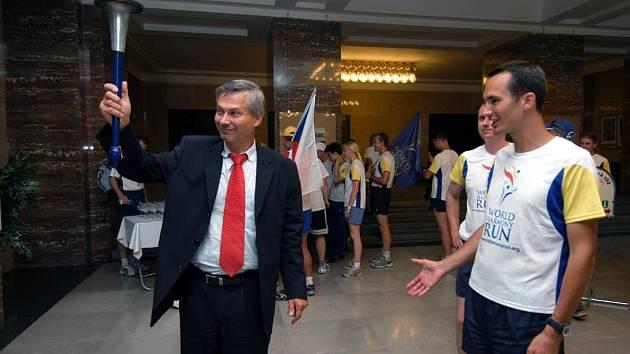 Primátor Petr Kajnar přivítal běžce štafety World Harmony Run
