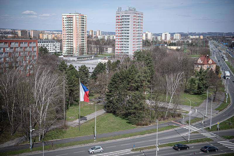 Křižovatka ulic Horní a Plzeňská, v blízkosti ÚMOb Ostrava-Jih, duben 2021.
