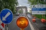 Uzavřený most přes řeku Odru v Ostravě-Přívoze, 31. května 2021. Ranní situace hned první den uzavírky.