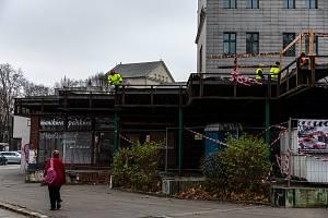 U výstaviště Černá louka pokračuje demolice budov, listopad 2020 v Ostravě.