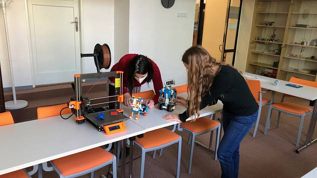 Vědecká knihovna v Ostravě otevírá studovny i novou makerspace dílnu.