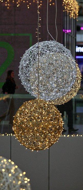 Vánoční výzdoba v obchodním centru Forum Nová Karolina v Ostravě.