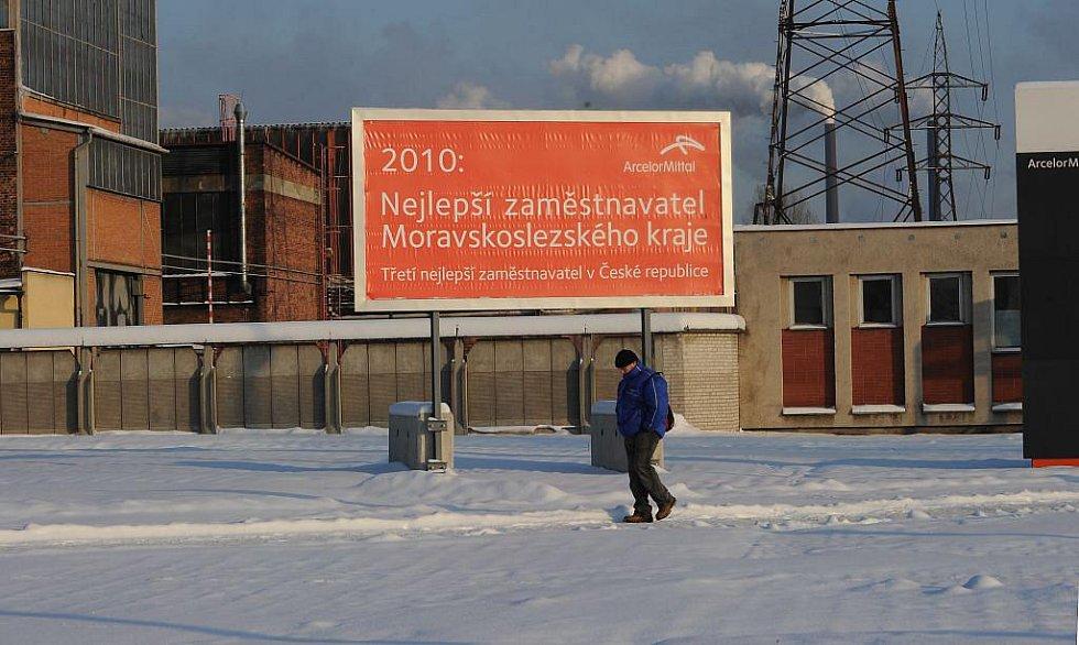 Doprava do společnosti ArcelorMittal Ostrava po dlouhých letech funguje jinak, než byli lidé zvyklí. Změny se ale lidem nelíbí.