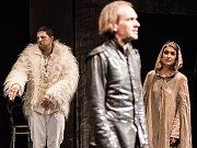 Snímek z divadelního představení Komorní scény Aréna Něco za něco.