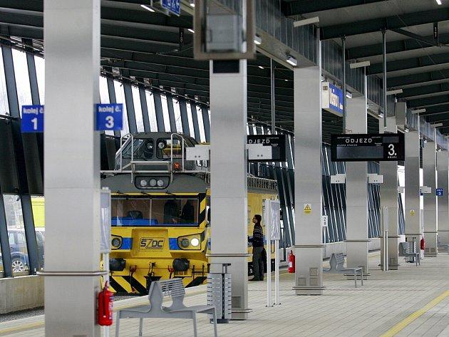 Letiště Leoše Janáčka je napojeno na železniční síť díky nové vlakové zastávce Mošnov Ostrava Airport.