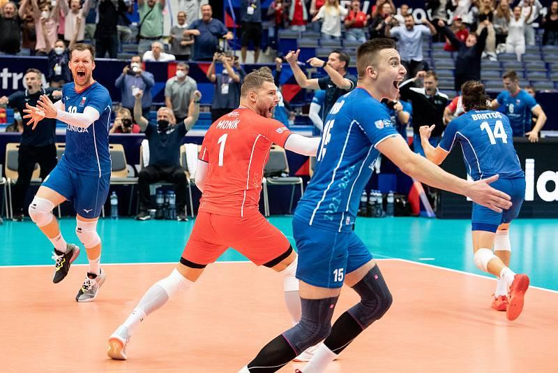 Utkání mistrovství Evropy volejbalistů - osmifinále: ČR - Francie, 13. září 2021 v Ostravě. Milan Moník z ČR se raduje.