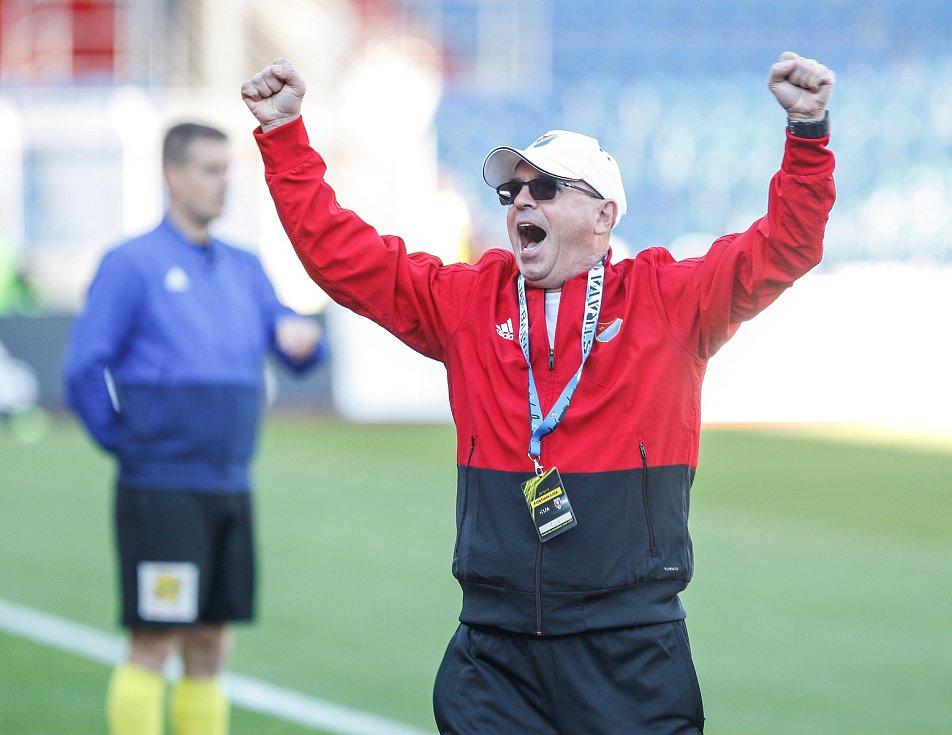 FC Baník Ostrava – SK Slavia Praha, radost, gól, emoce, trenér Baníku Bohumil Páník