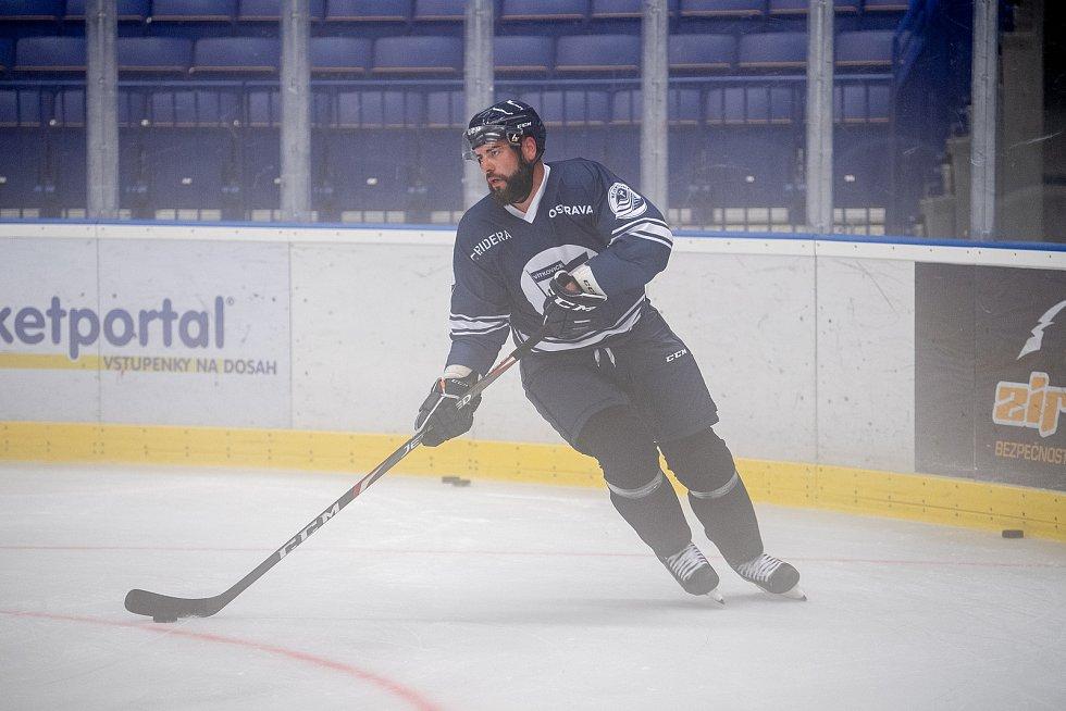 První trénink na ledě hokejistů HC Vítkovice Ridera, 26. července 2021 v Ostravě. Na snímku Roman Polák.