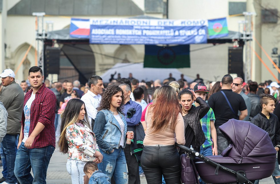 Centrum ostravského Přívozu se v sobotu 7. dubna 2018 ocitlo v obležení tisíců Romů. Ti zde letos vůbec poprvé měli možnost slavit svůj mezinárodní den.