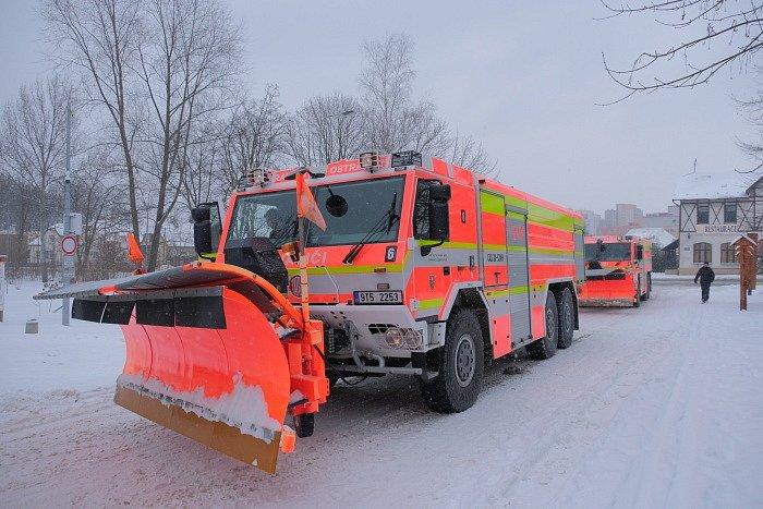 Hasičské Tatry znovu vyjely do akce odhrnovat silnice.