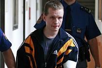 Pavel Vítek u soudu prohlásil, že lituje toho, co svým rodičům dělal.