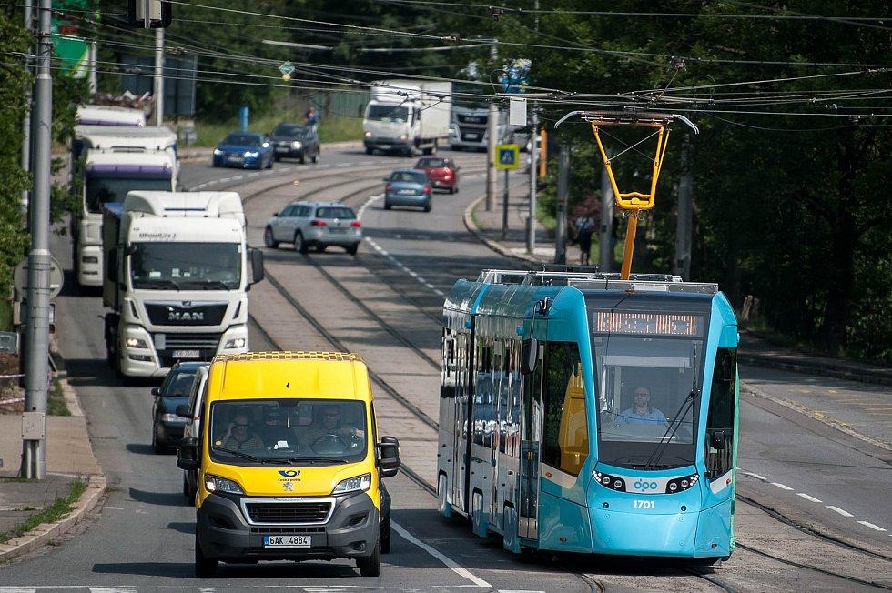 Tramvaj Stadler nOVA v Ostravě.