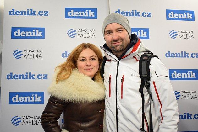 Pavlína Wolfová a Aleš Valenta na stánku Deníku vareálu Olympijského festivalu vOstravě.